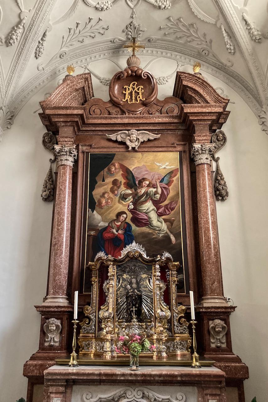 Seitenaltar, Maria geweiht