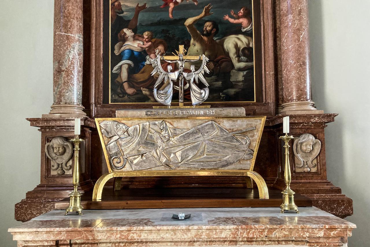 Seitenaltar mit den Gebeinen des hl. Pirmin