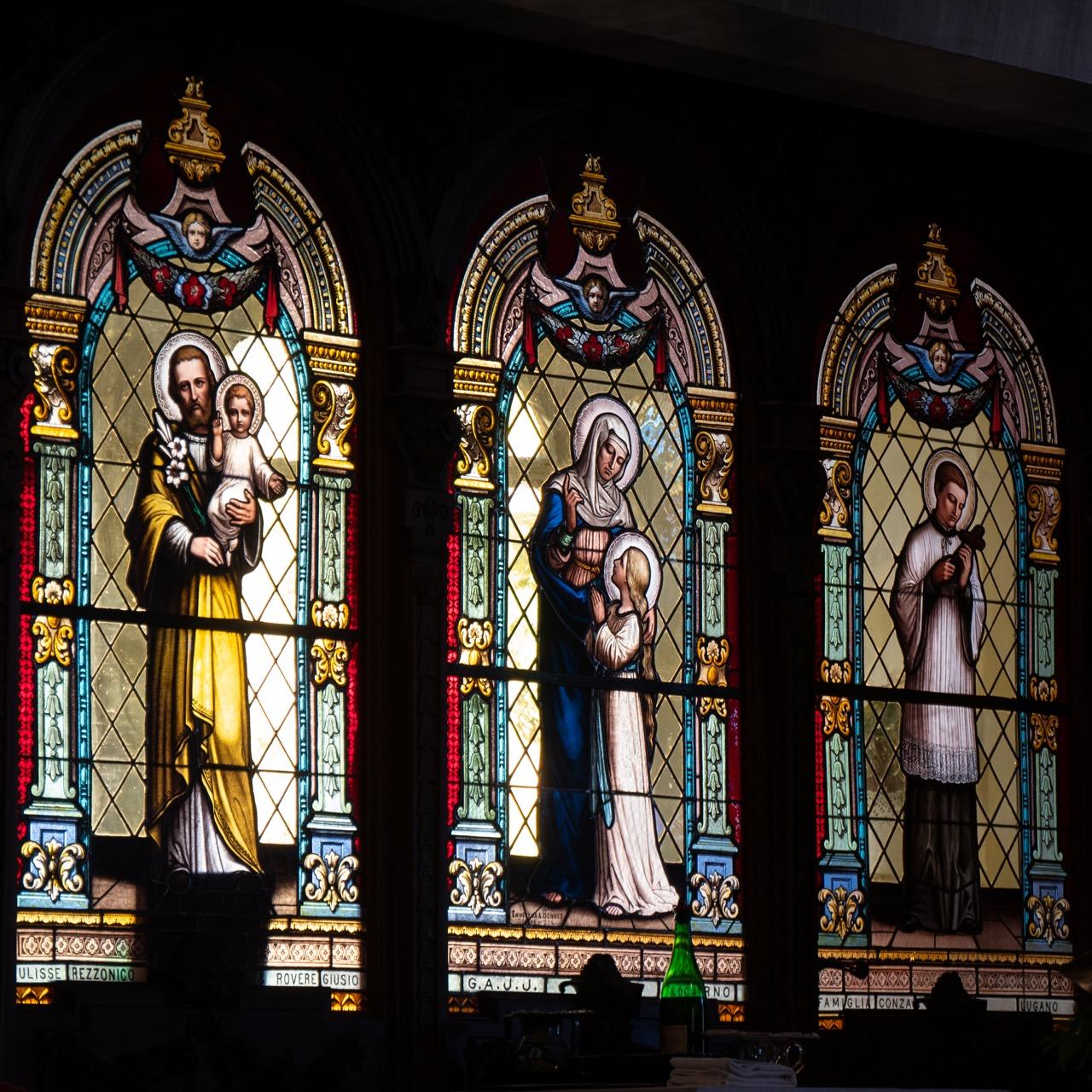Buntglasfenster mit Heiligendarstellungen (Fa. Ennevet & Bonnet)