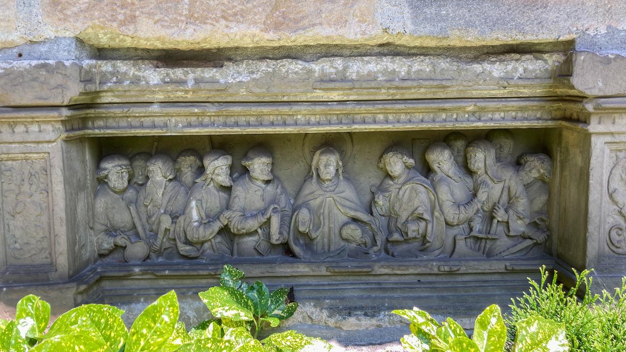 Abendmahlsrelief (ursprünglich Predella eines Altars um 1520)