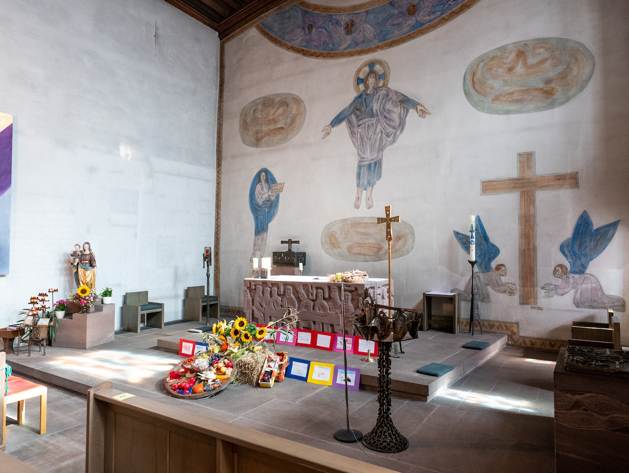 Altarraum (Fresko Wilhelm Geyer sen., 1959; Altar Otto-Herbert Hajek)