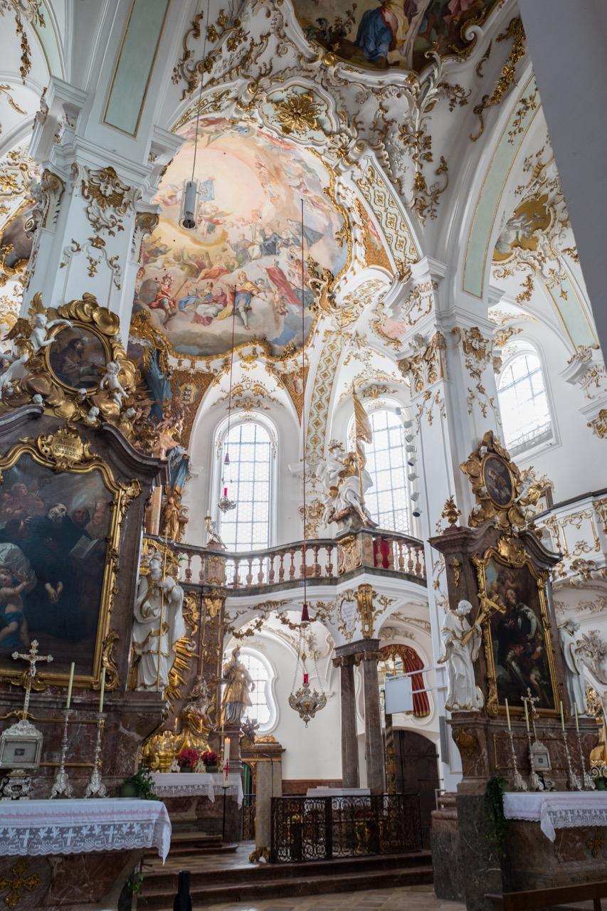 Seitlicher Blick in den Chor