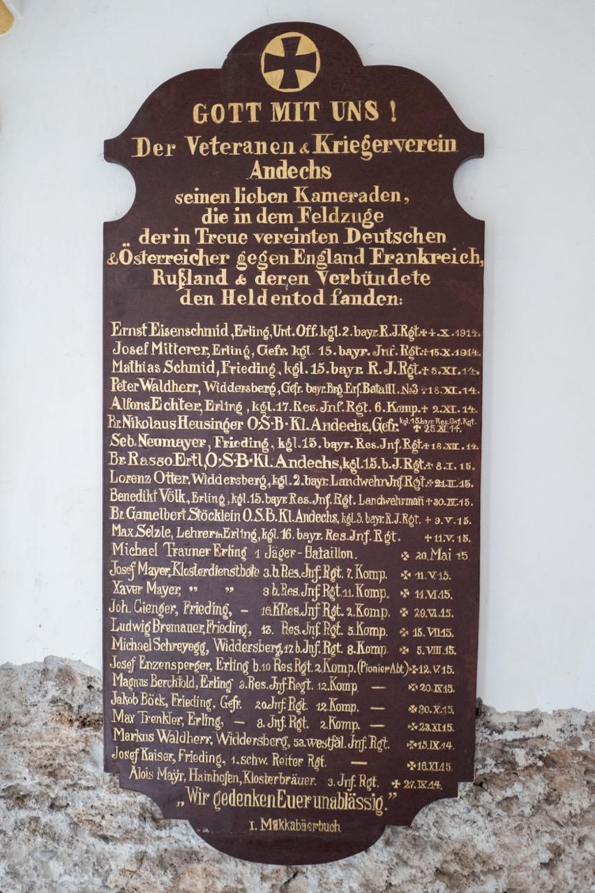 Gedenktafel für Gefallene des 1. Weltkriegs, Ausdruck des übersteigerten Nationalismus und der Kriegsverherrlichung
