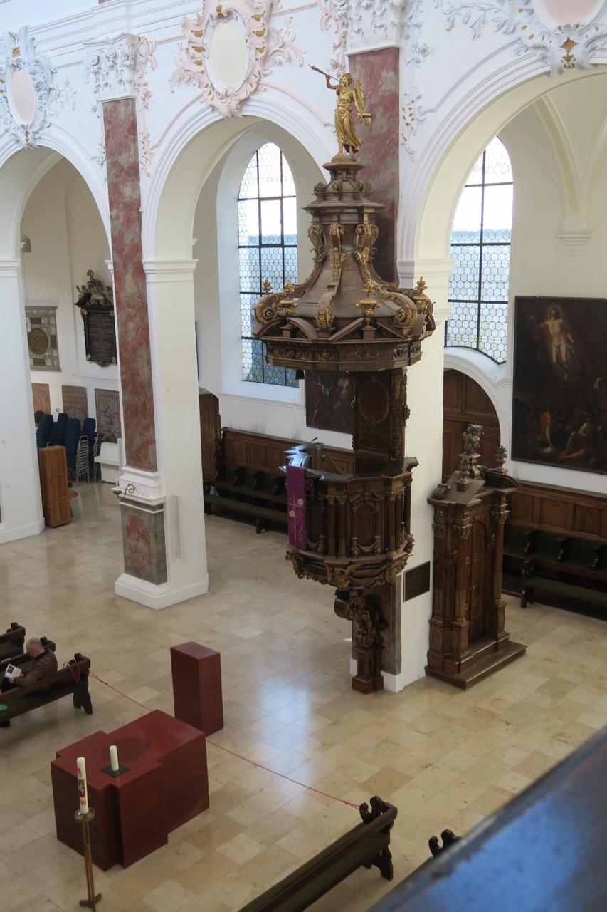 Kanzel (1682) und Altar mit Lesepult (2013)
