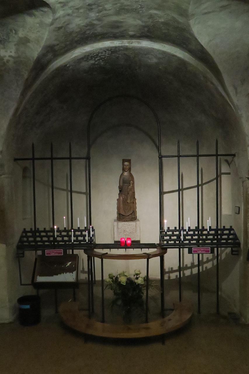 Romanische Madonna, Krypta