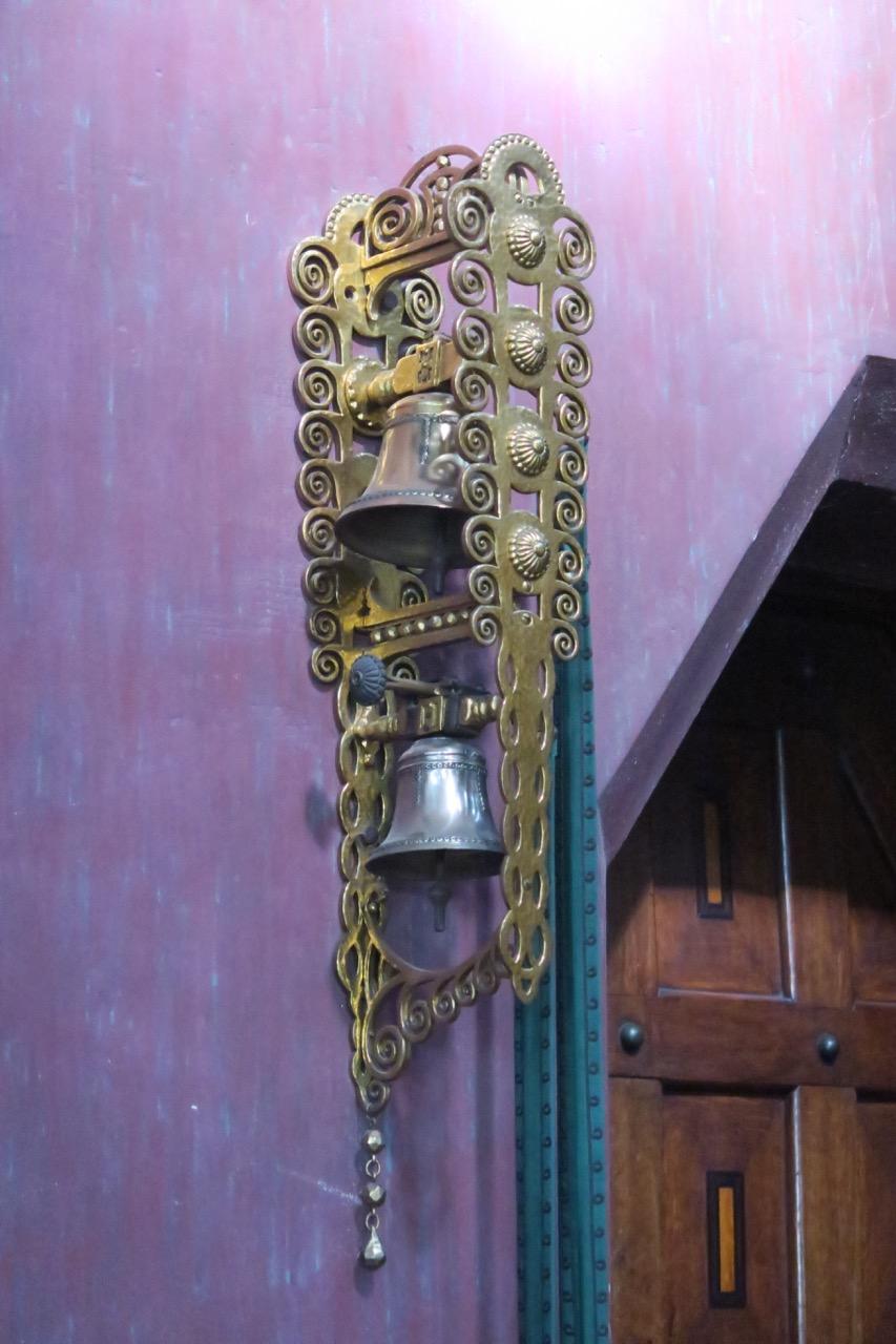 Glocken neben der Sakristeitür