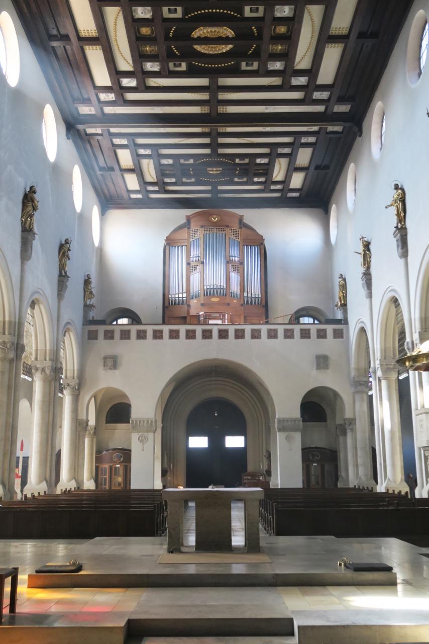 Blick zur Orgelempore