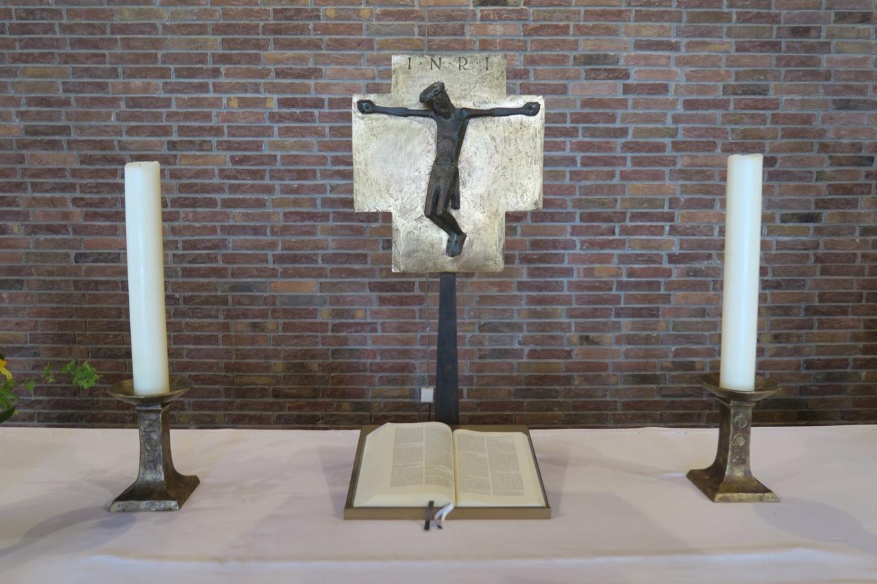 Altarkreuz und Leuchter (Karl Hemmeter, 1962)