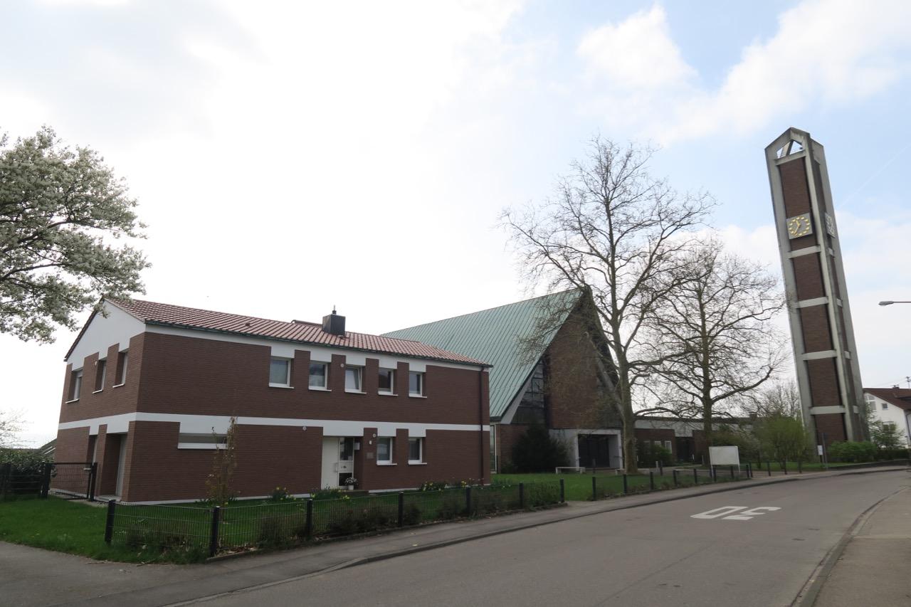 Matthäuskirche, Gesamtkomplex mit Pfarrhaus