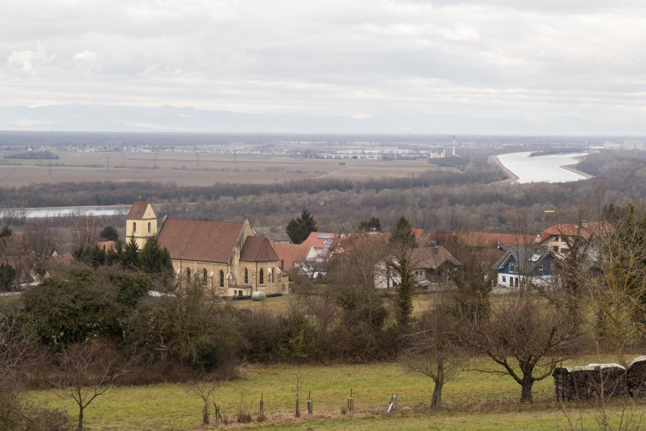 Blick über das Rheintal und St. Peter und Paul, Bad Bellingen-Bamlach