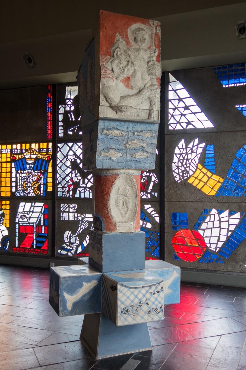 "Stele <a href=""https://www.visit-a-church.info/glossary#Vierzehn%20Nothelfer"" target=""_blank"">Christophorus</a>"