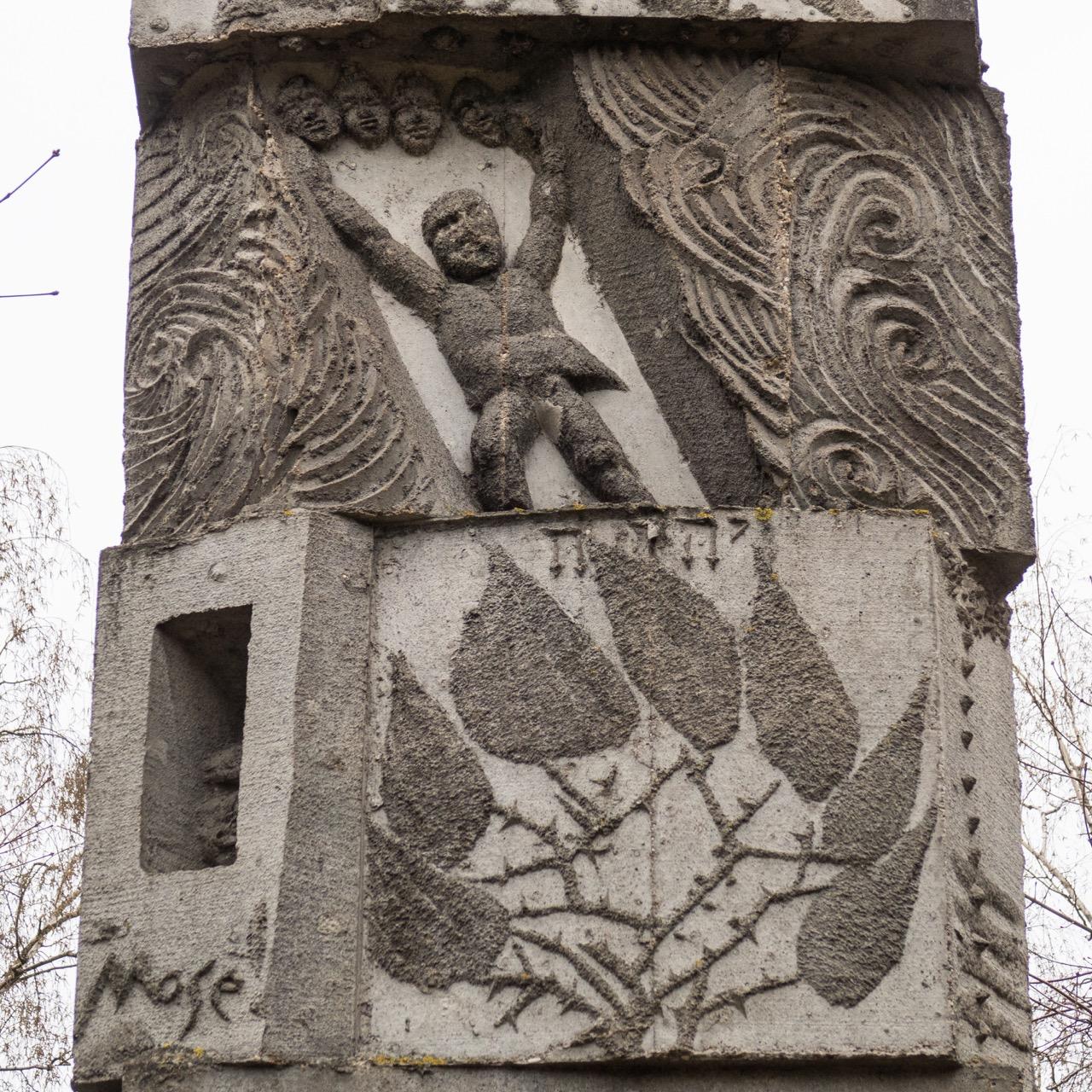 Mose-Turm Detail Schilfmeer und Dornbusch