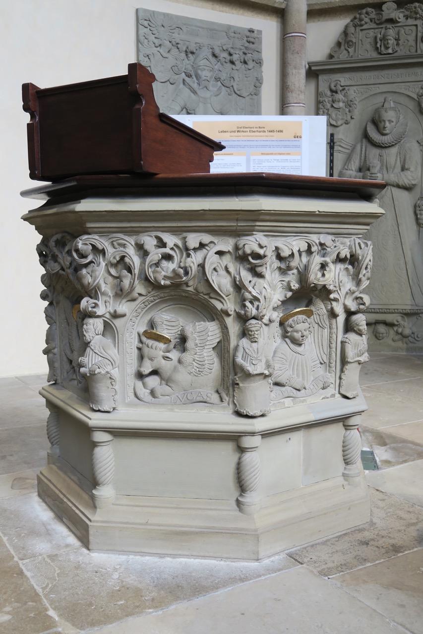 Lehrstuhl im Chor: Brüstungsaufsatz der Kanzel aus der Reformationszeit