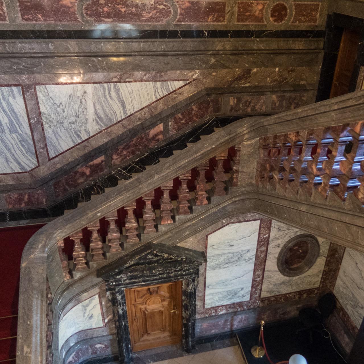 Marmorverkleidungen im Treppenhaus