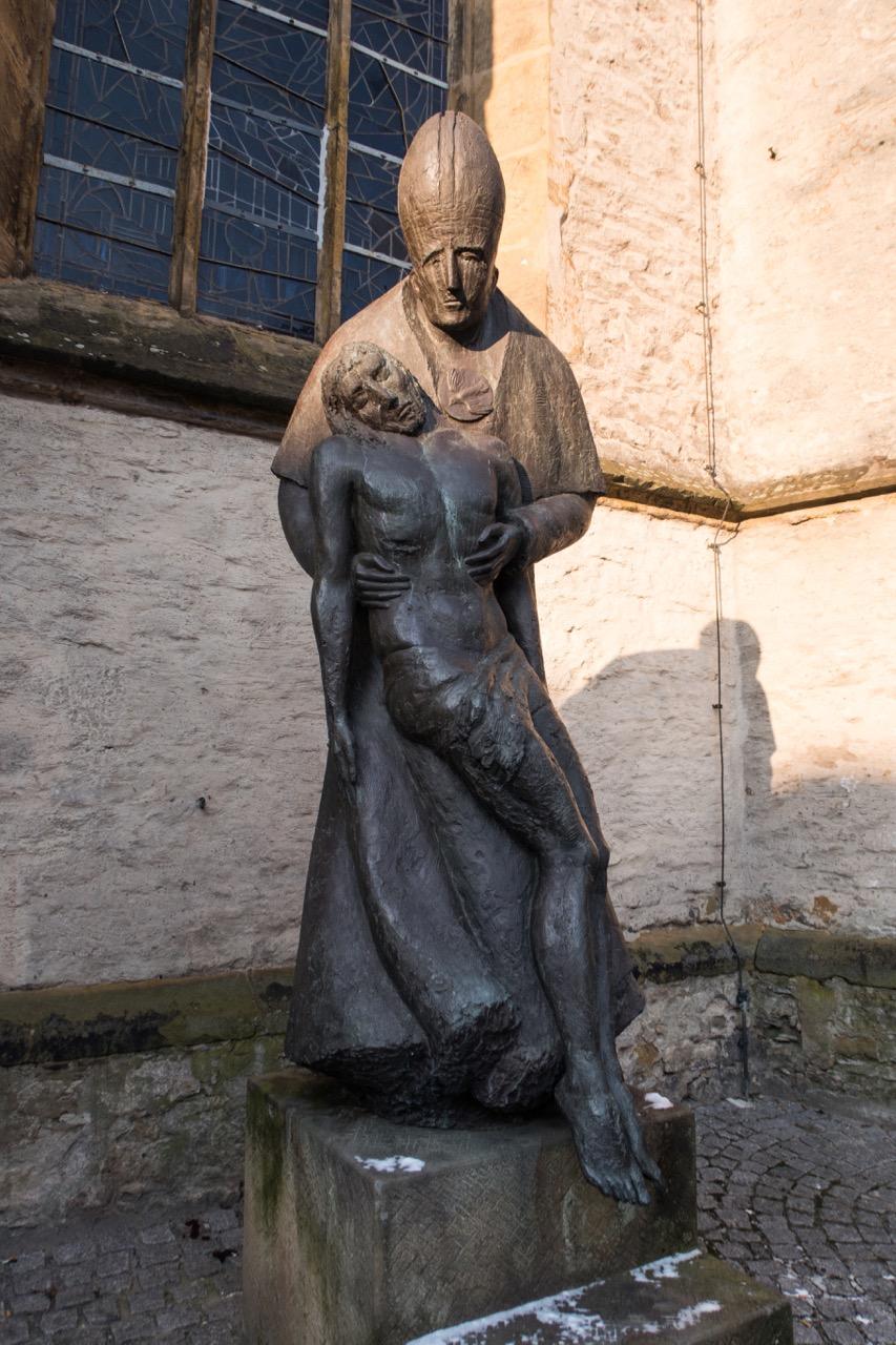 """Skulptur """"Gnadenstuhl"""""""