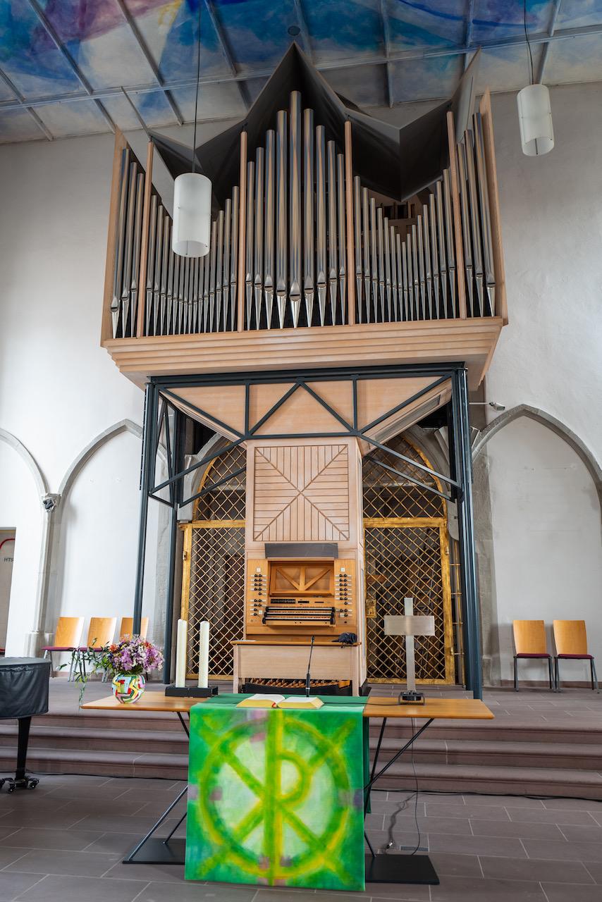 Altar und Orgel
