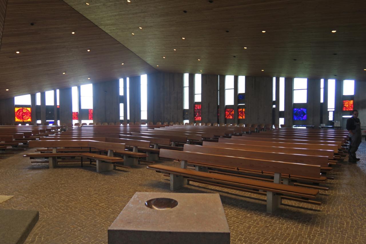 Innenansicht von der Altarwand aus