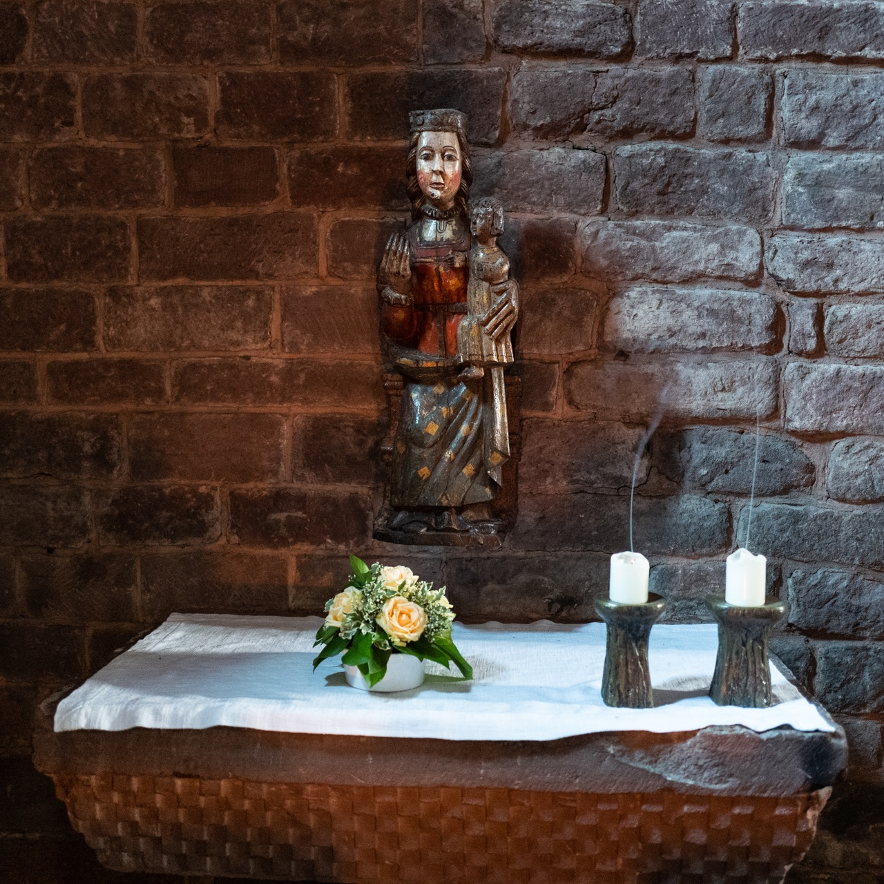 Marienaltar mit andalusischer Marienfigur (15. Jh.)