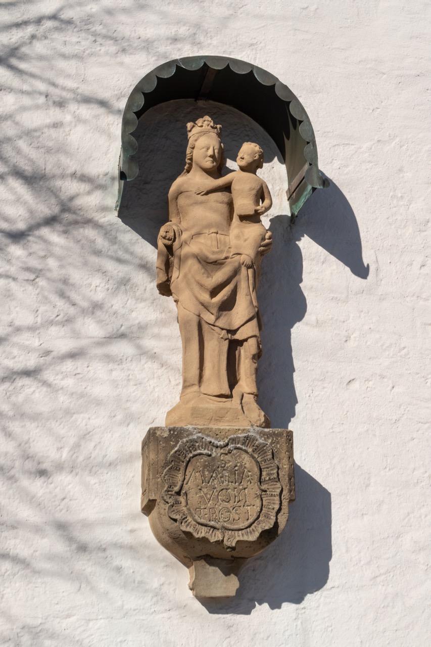 Sandsteinskulptur Maria vom Trost (vor 1774; Kopie, Original im Innenraum)