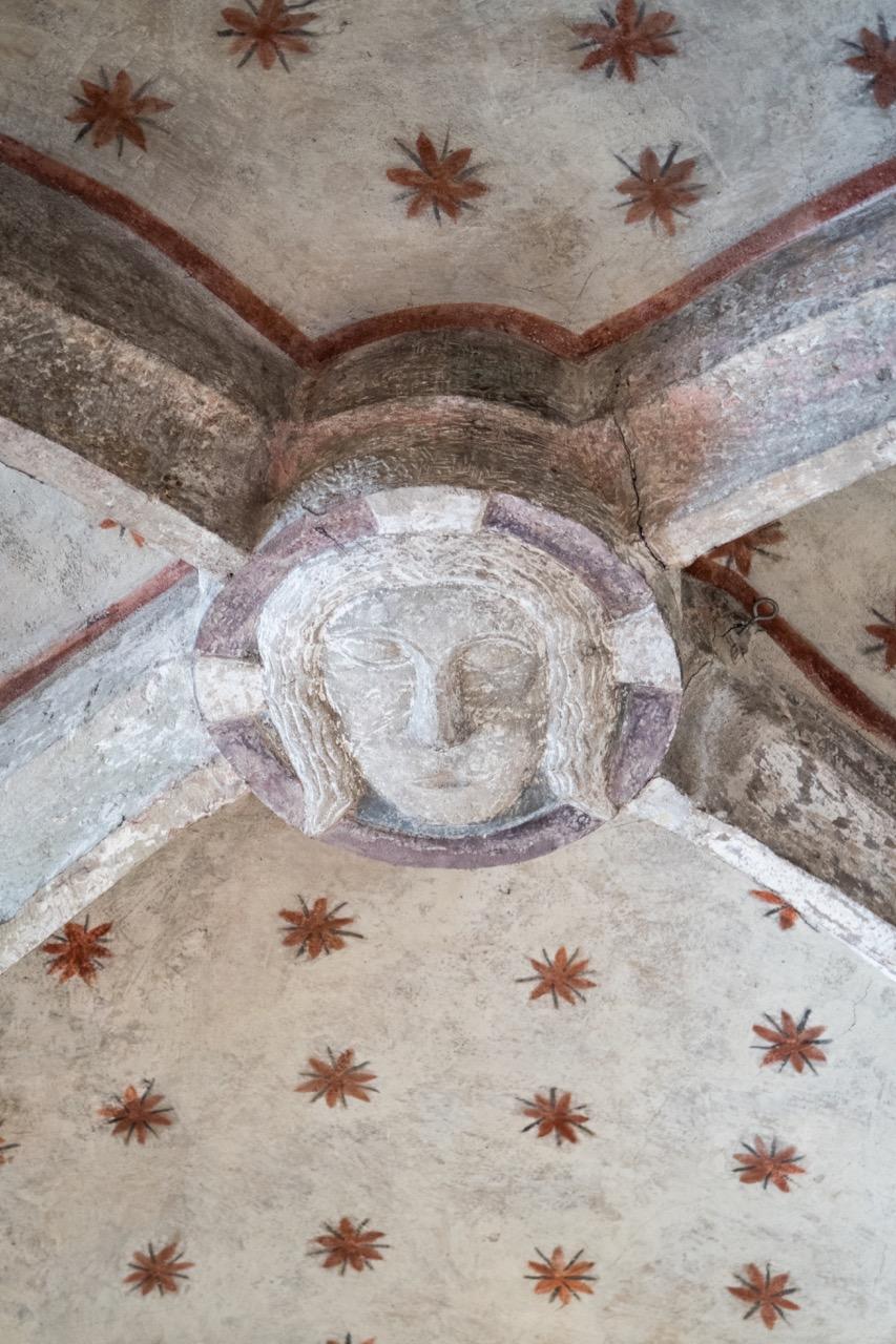 Baldachingewölbe über dem Altarraum (Mitte), Schlussstein mit Christuskopf