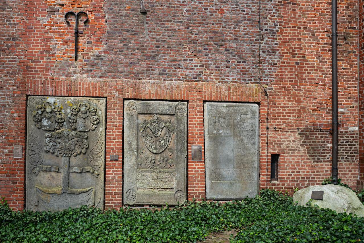 Grabplatten, Südseite