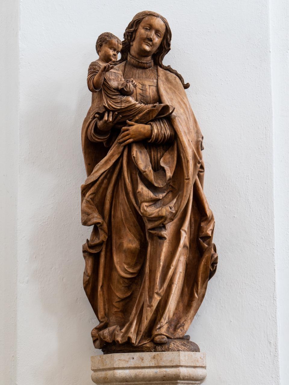 Statue der Jungfrau Maria mit dem Jesuskind