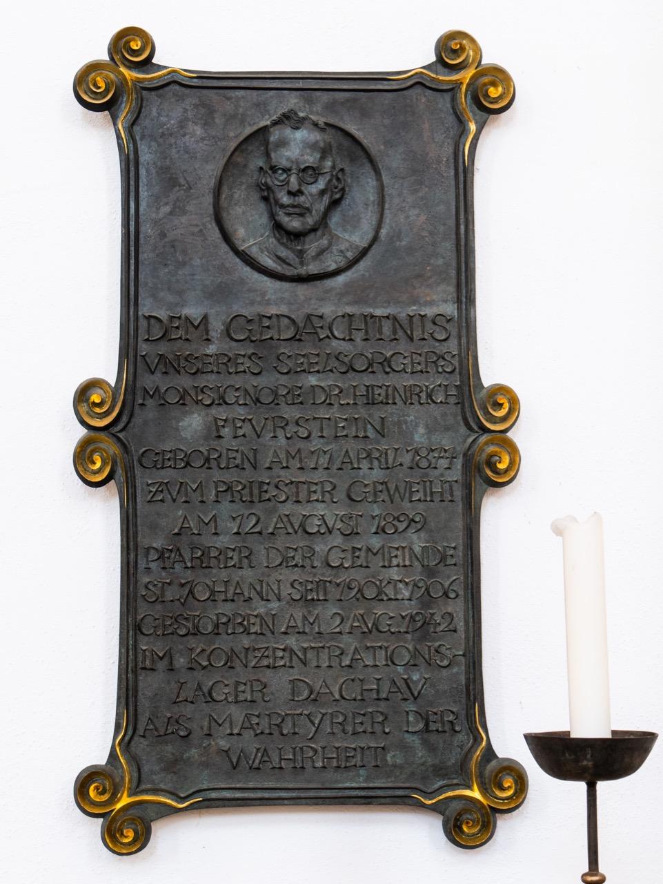 Gedenktafel für den 1942 im KZ ermordeten Pfarrer Heinrich Feurstein