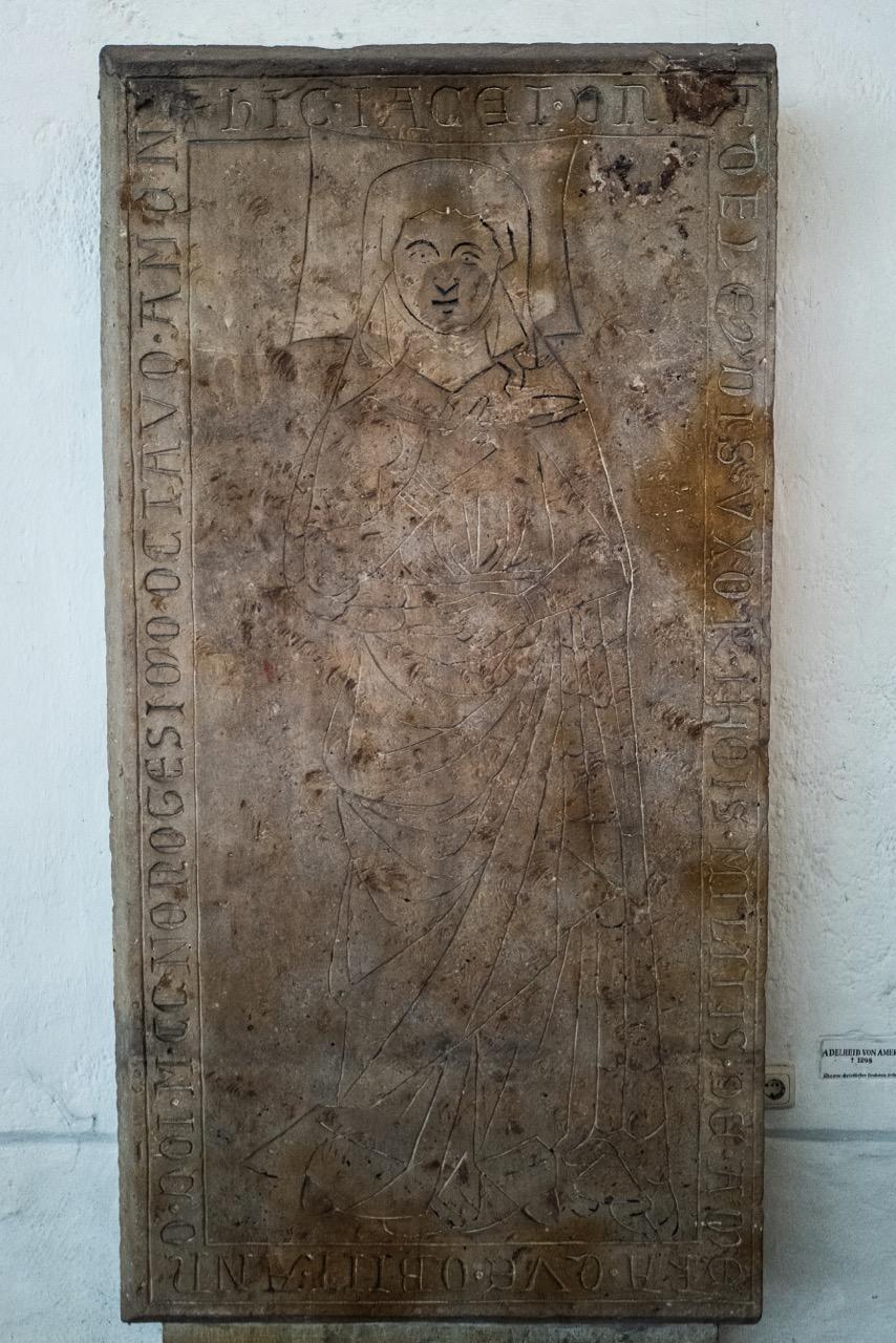 Grabplatte Adelheid von Amera, 1298