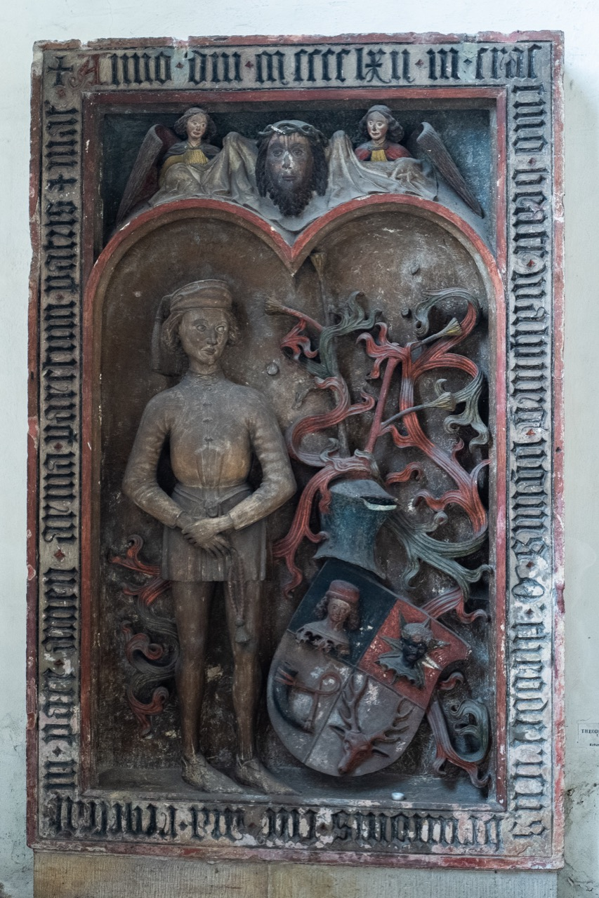Grabplatte Taufkapelle