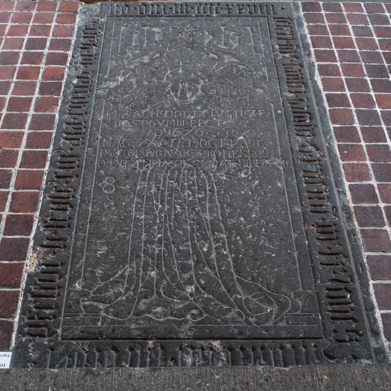 """Grabplatte des """"Husüberwinders"""" Johannes Zachariae, gest. 1428"""