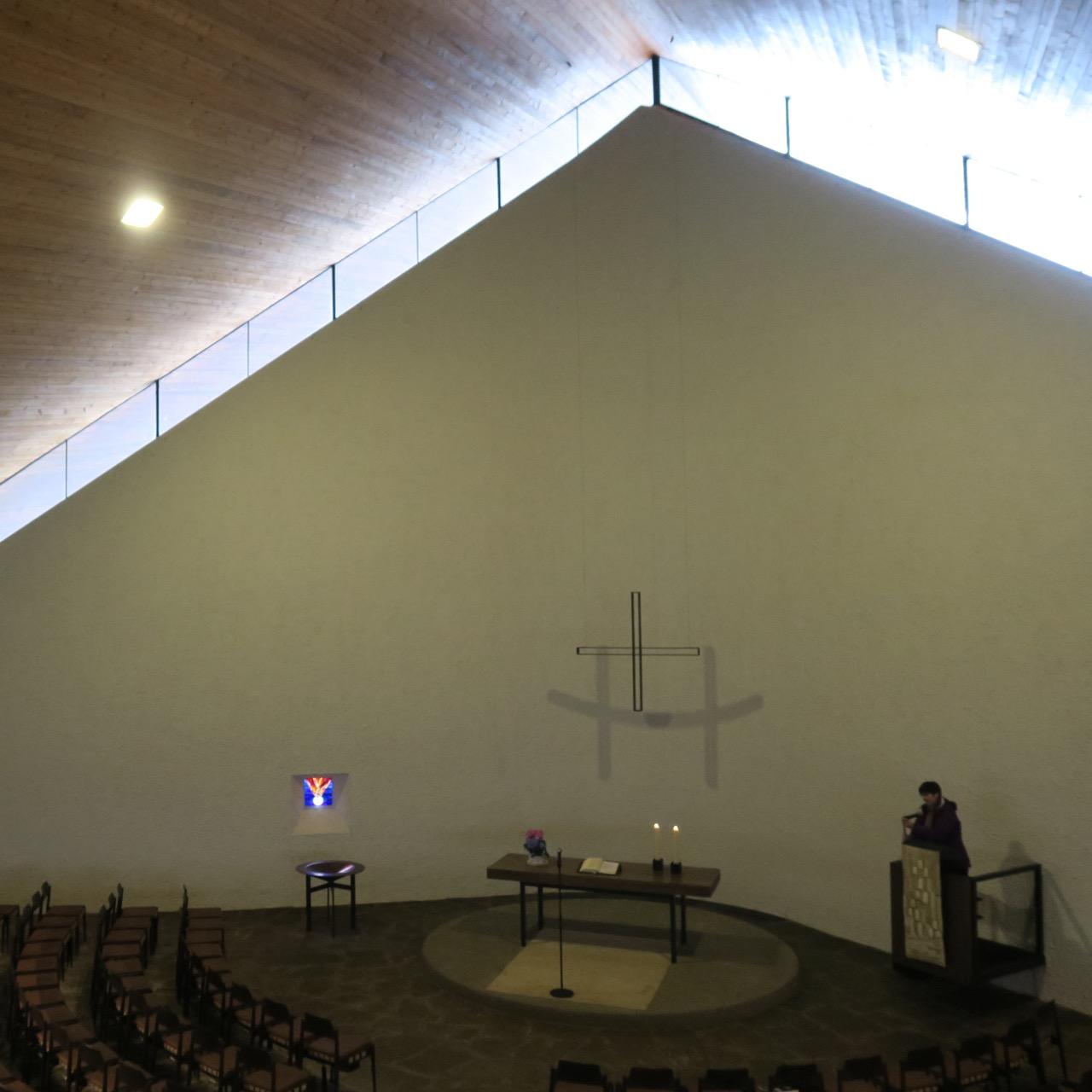 Christuskirche Esslingen-Zollberg, Innenansicht