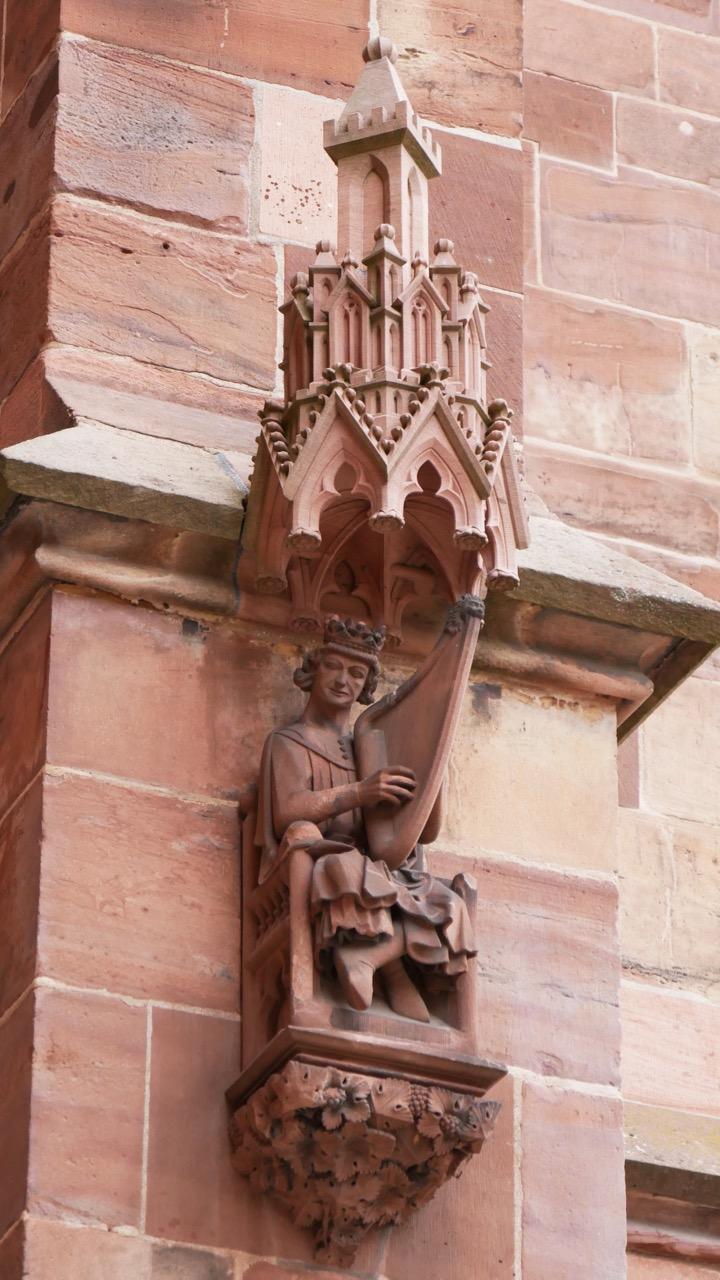 Figur von König David an der Westwand des südlichen Seitenschiffs (2. Hälfte 13. Jh., Kopie)