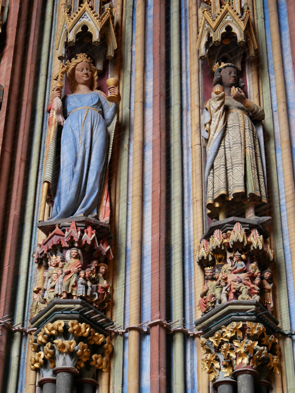 Vorhalle, Figuren der Kirche und des Königs Kaspar