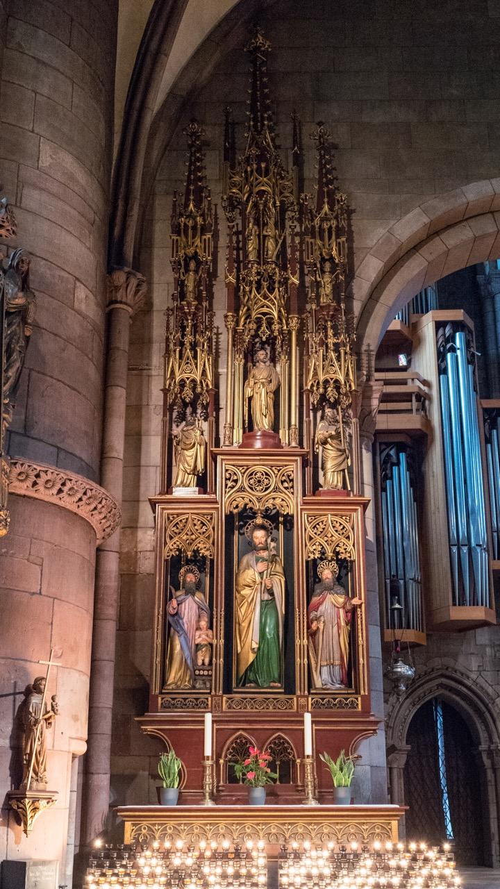 Neugotischer Josephs-Altar im nördlichen Seitenschiff (Werkstatt Josef Dominik Glaenz, 1826)