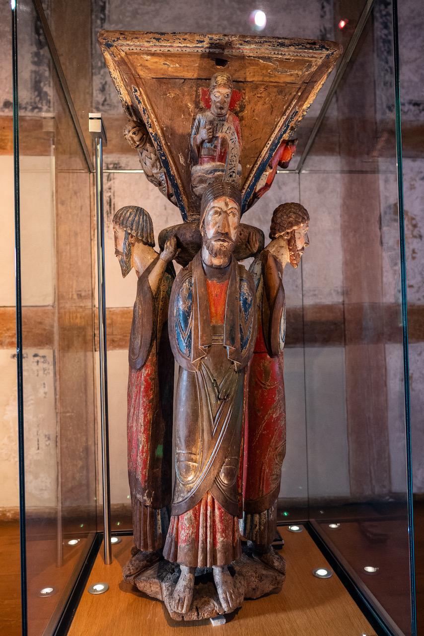 Lesepult (um 1150; Ausstellung in Alpirsbach während Kirchenrenovierung)