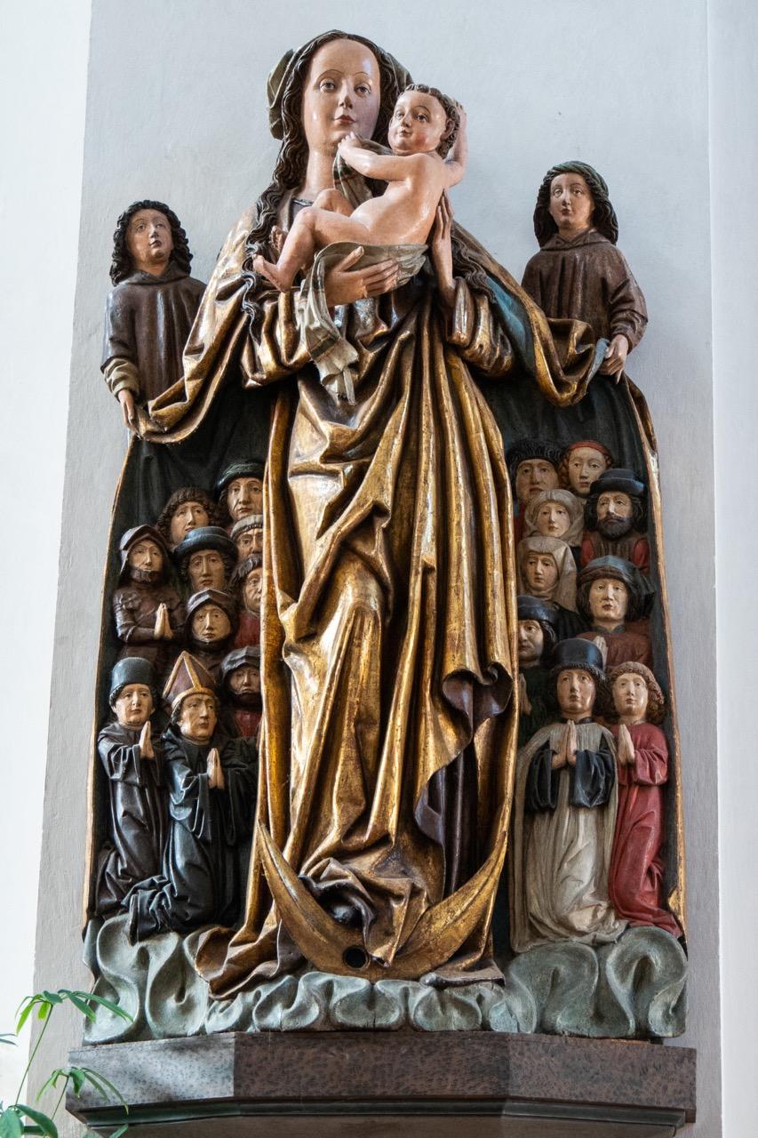 Spätgotische Schutzmantelmadonna (um 1485)