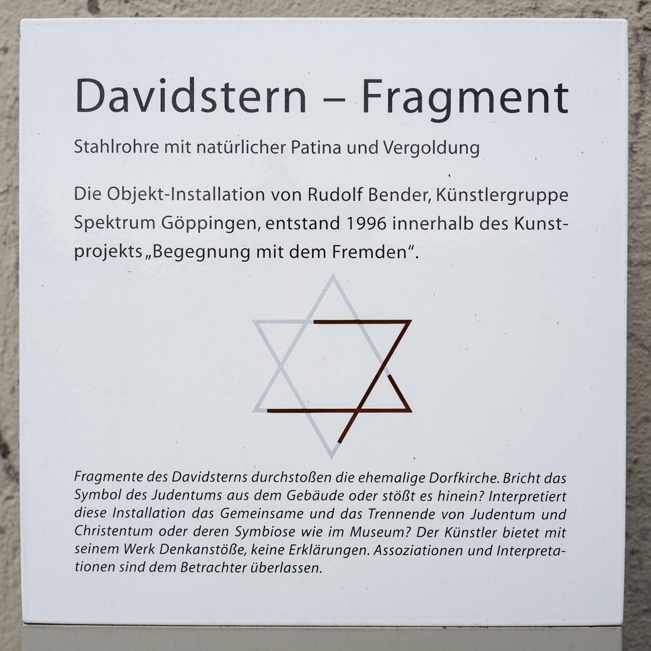 """Objekt-Installation """"Davidstern - Fragment"""" (Rudolf Bender, 1996), Informationstafel"""