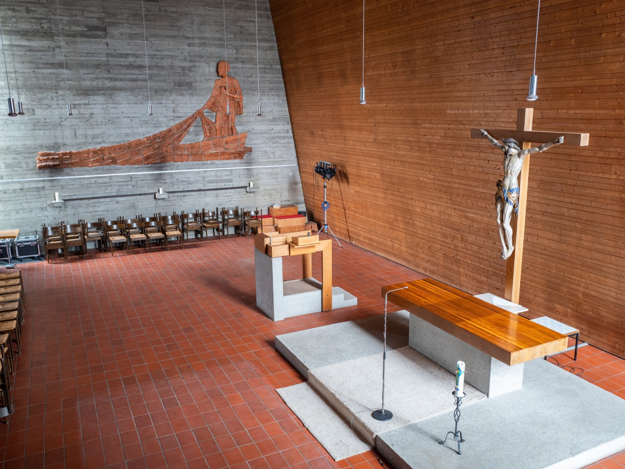 Altarraum von der Orgelempore aus