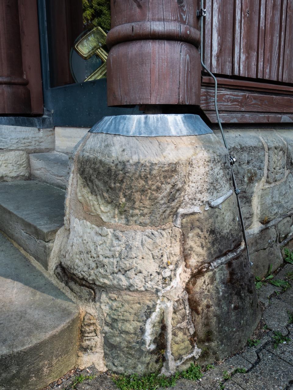 Übergang Steinsockel zu Stab