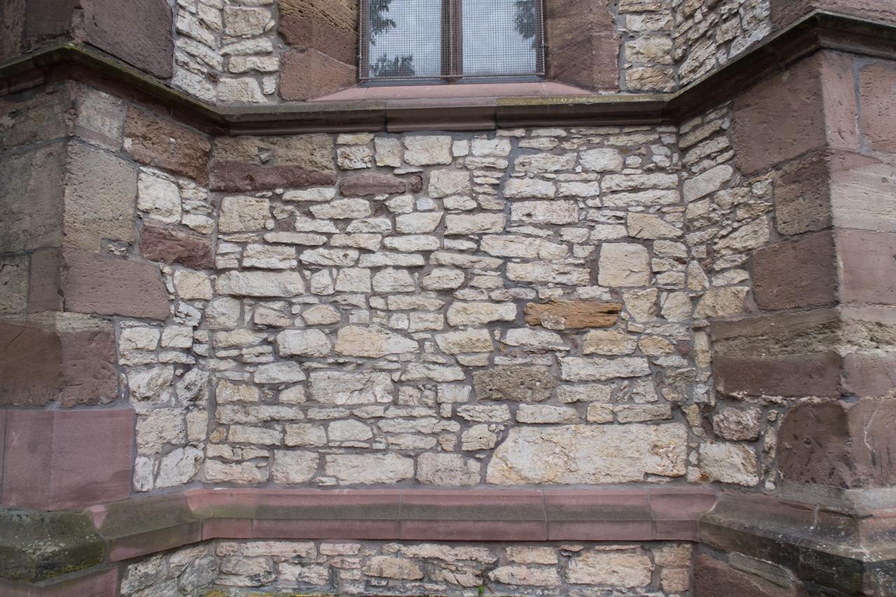 Bruchsteinmauerwerk in der Chormauer