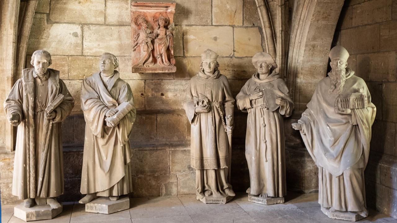 Figurengruppe, u.a. Philipp Melanchthon und Martin Luther