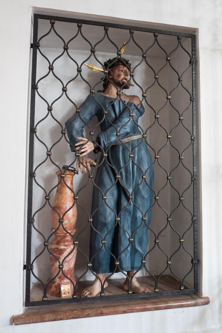 Figur des Christus in Ketten an der Geißelsäule (Ende 17. Jh.)