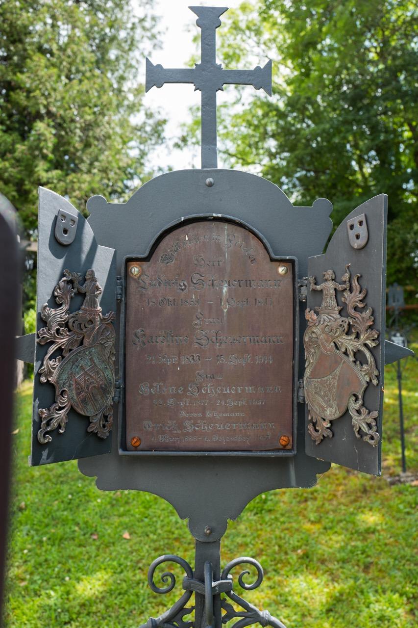 Schmiedeeisernes Grabkreuz (Anfang 20. Jh.)