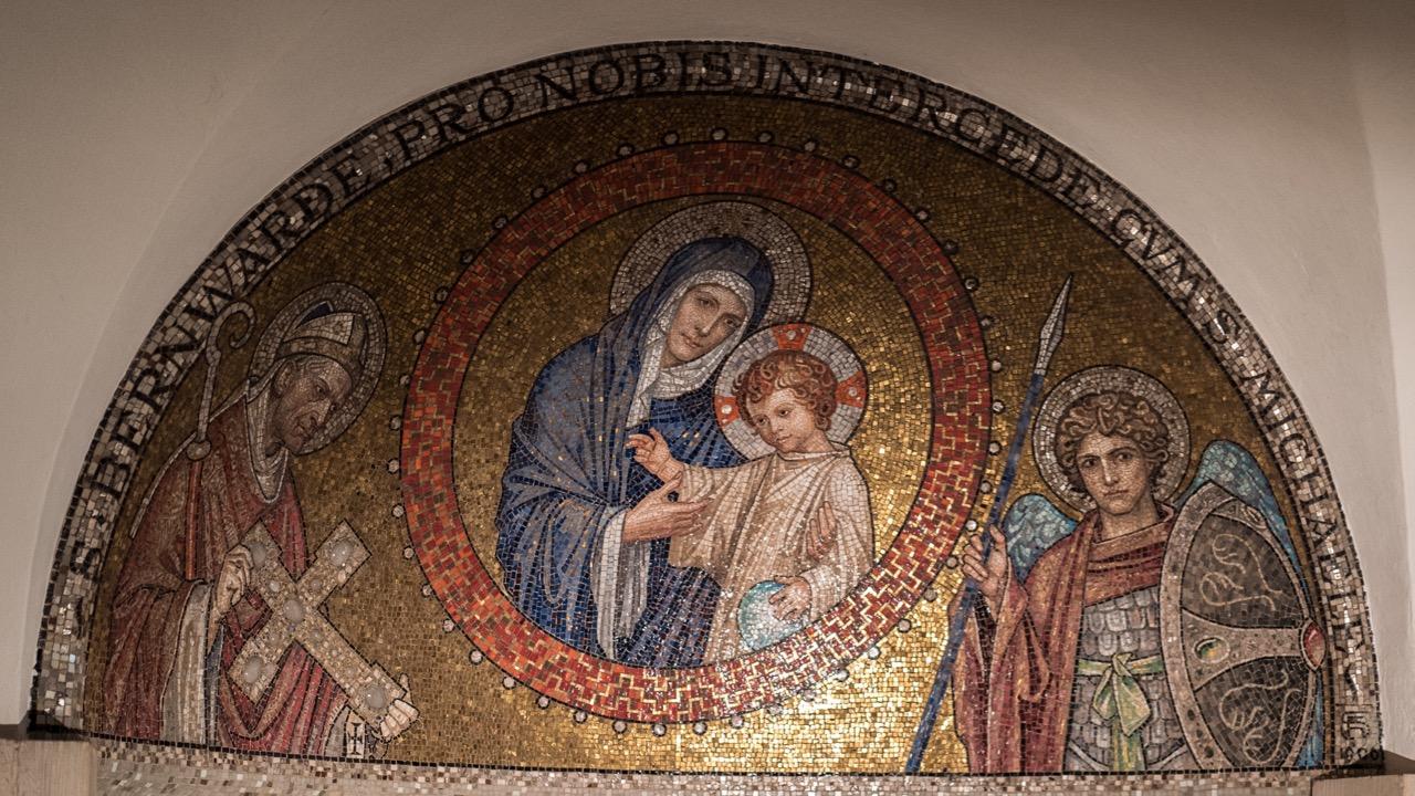 Krypta, Mosaik über dem Altar (1906)