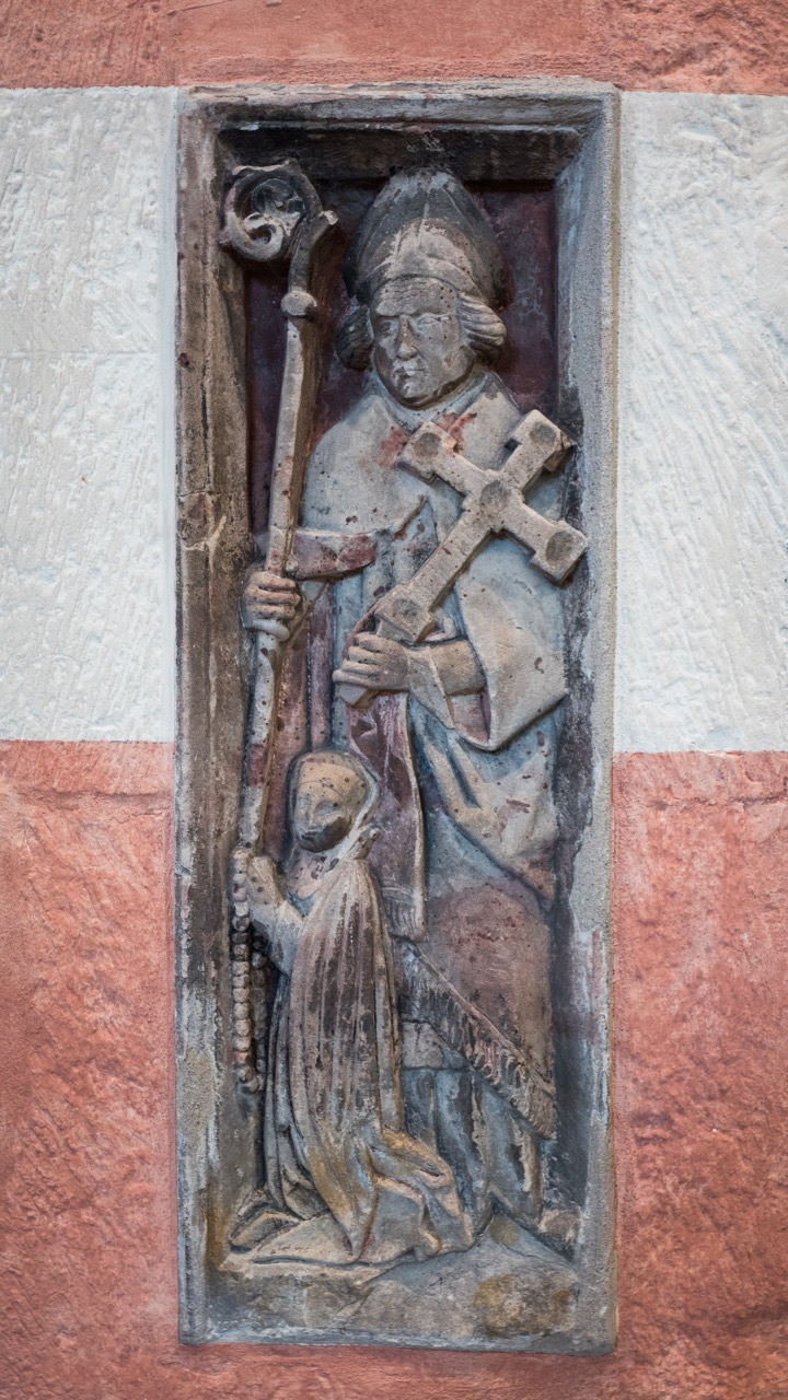Bernward-Relief mit Stifterin (Anfang 16. Jh.)