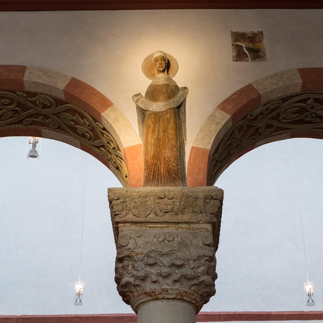 Südarkade, Frauenfigur (3. Viertel 12. Jh.)