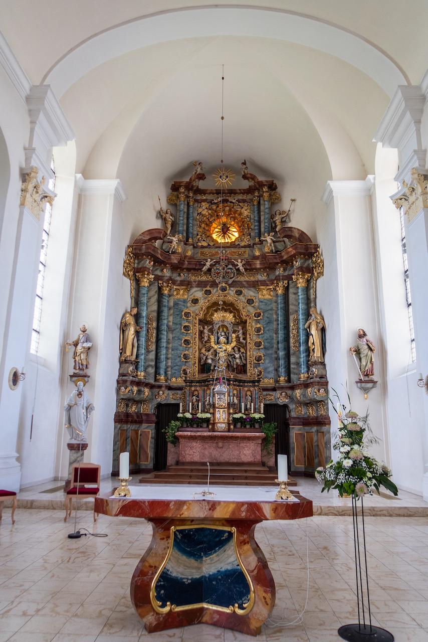 Chor und Hauptaltar
