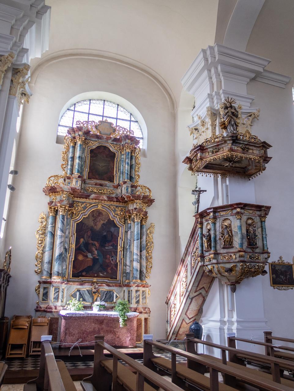 Seitenaltar (der Anna geweiht) und Kanzel