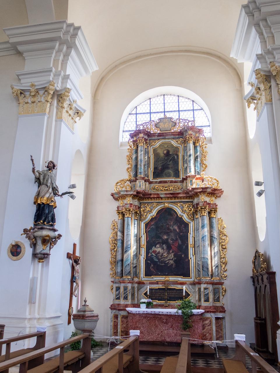 Seitenaltar, dem Josef geweiht