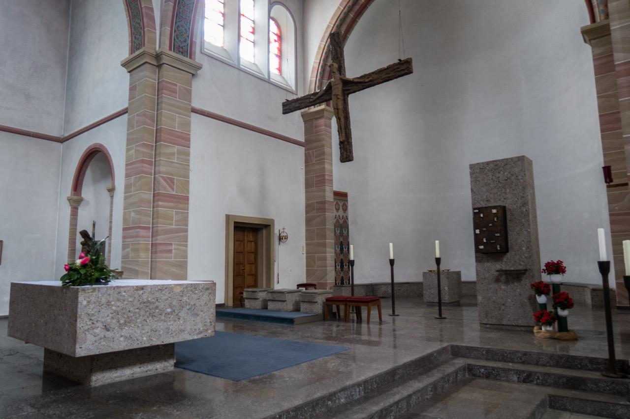 Altarraum seitlich